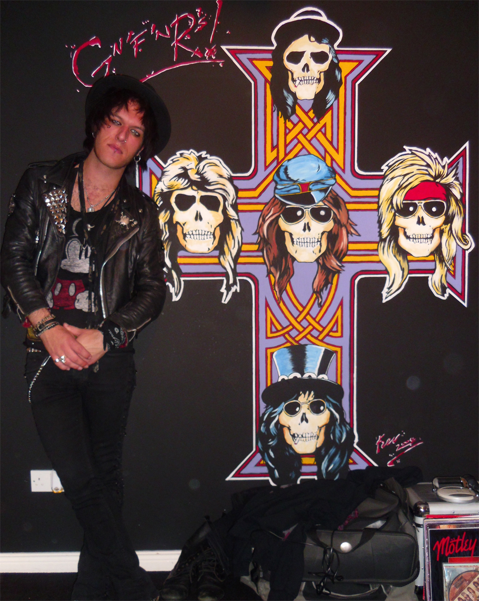 Matty James in front of the Guns N Roses mural